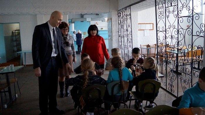 Владимир Трегуб посетил социально значимые объекты Дмитровского сельского поселения