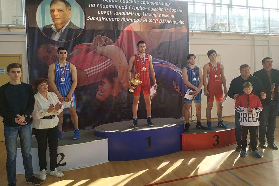 Борцы из Бахчисарайского района взяли «золото» и «бронзу» Всероссийских соревнований