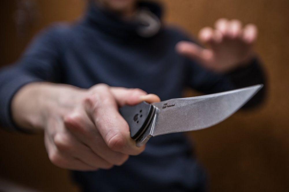 В Симферополе неизвестный напал с ножом на женщину