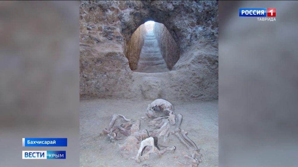 На античных могильниках под Бахчисараем начали строить дома