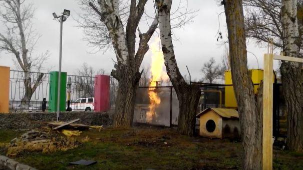 Газовая труба загорелась у детского лагеря в Евпатории