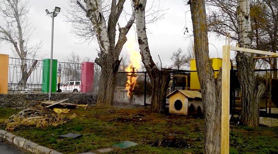 Газовая труба загорелась рядом с детским лагерем в Евпатории