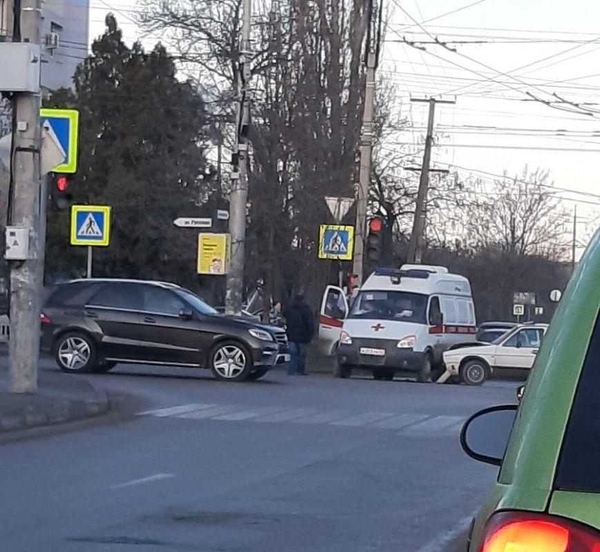 В Симферополе машина скорой помощи попала в ДТП, ВИДЕО