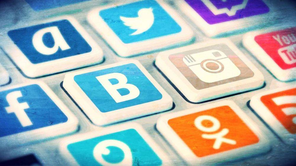 Аксёнов обязал чиновников отвечать крымчанам в соцсетях в течении 9 часов
