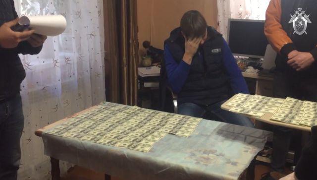 В Крыму осудят адвоката за попытку мошенничества - видео задержания