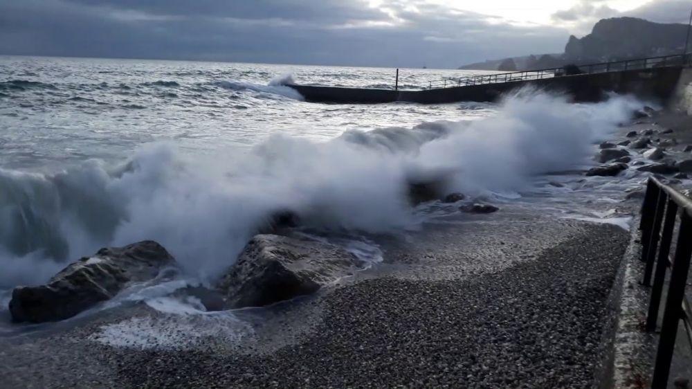 МЧС Республики Крым напоминает о важности соблюдения правил поведения на водоемах и мер безопасности в зимний период