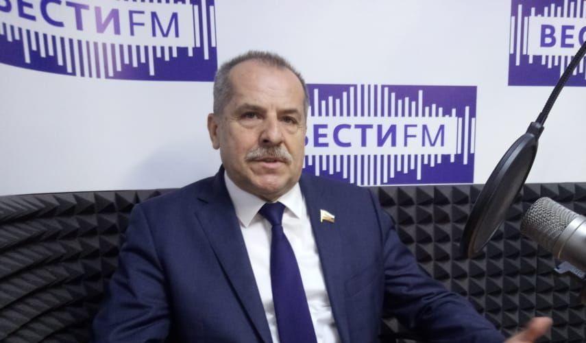 Вице-адмирал Валерий Куликов поздравил с Днём Защитника Отечества севастопольцев
