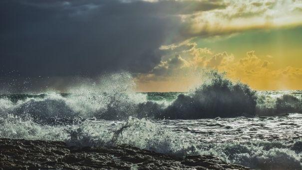 МЧС объявило штормовое предупреждение в Крыму