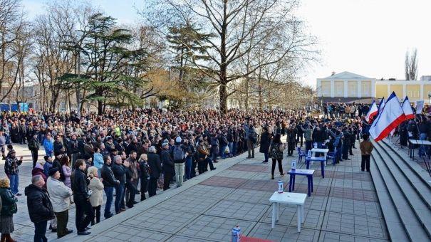 Как крымские добровольцы массово записывались в ополчение 23 февраля 2014 года