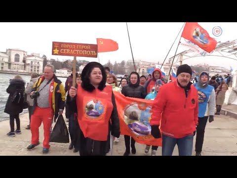Севастопольские и крымские «моржи» встретили 23 февраля массовым заплывом и эстафетой (СЮЖЕТ)