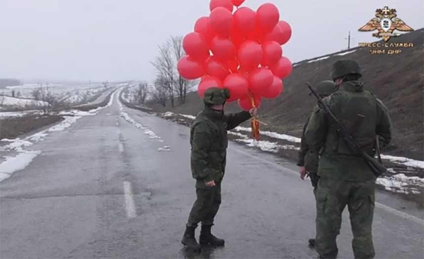 Военнослужащие НМ ДНР отправили украинским силовикам поздравительные листовки к 23 февраля