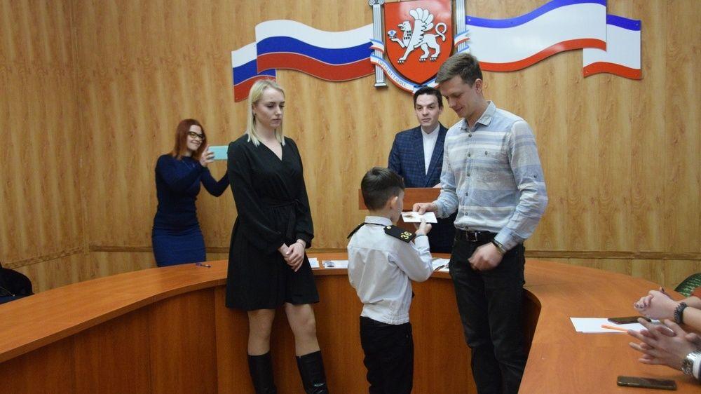 Симферопольским школьникам вручили знаки отличия ГТО