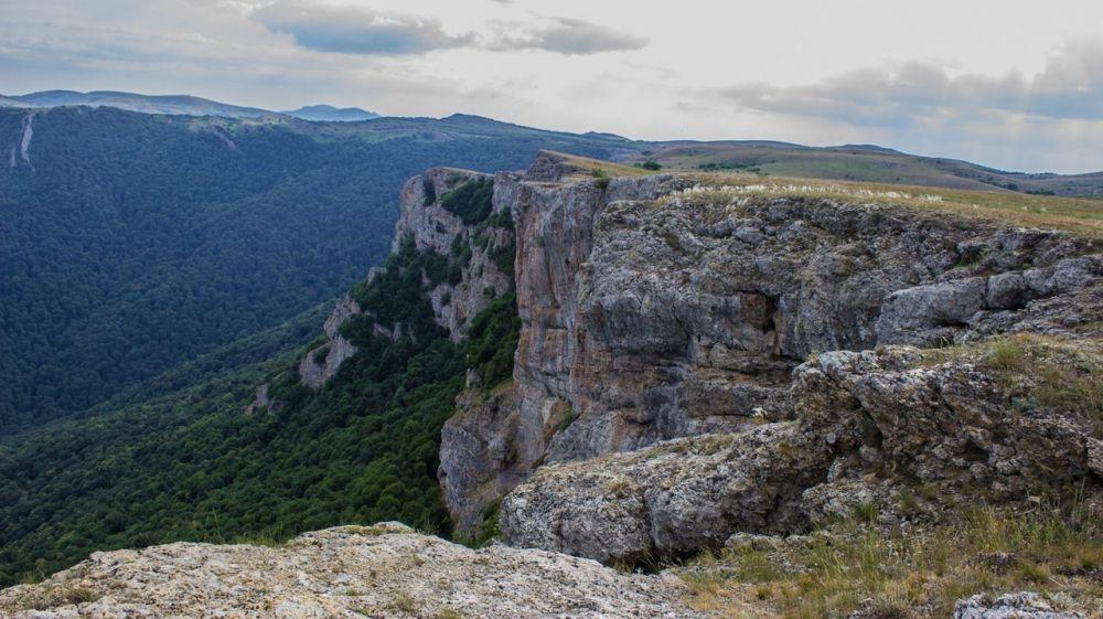 На высоте в 1283 метра застрял автомобиль с жителями Симферополя