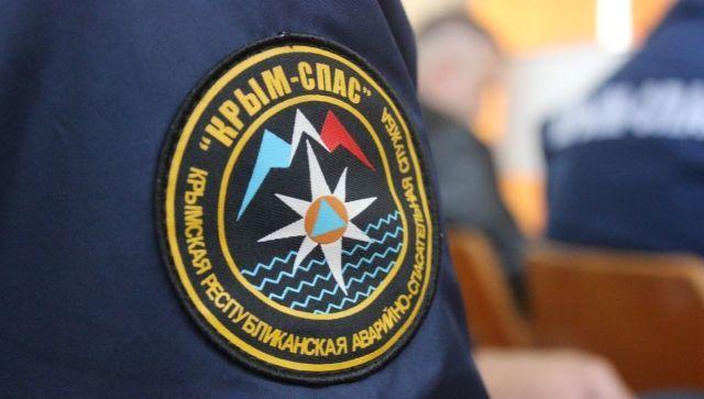 Машина с людьми застряла близ горной вершины в Крыму