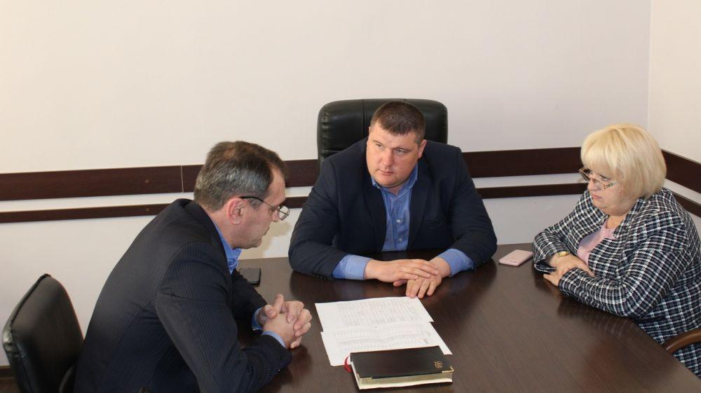 Руководители Белогорского района провели рабочее совещание по вопросу работы почтового отделения в селе Богатое