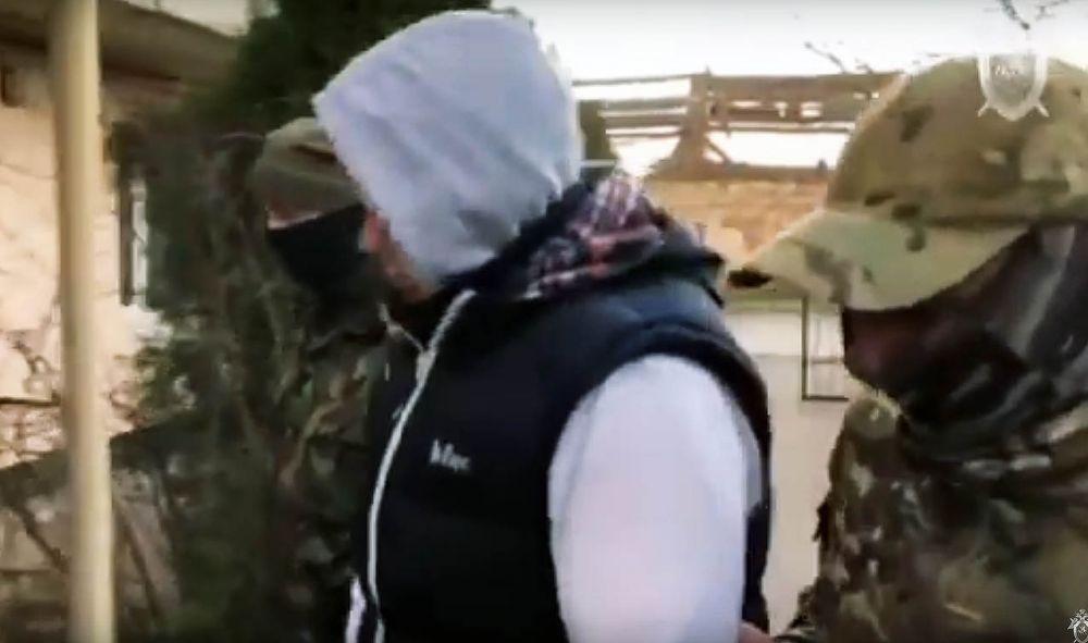 В Крыму по подозрению в вымогательстве задержаны депутат и его помощница