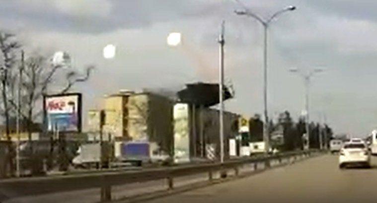 """Появилось видео """"полета"""" крыши со здания НИИ в Симферополе,"""