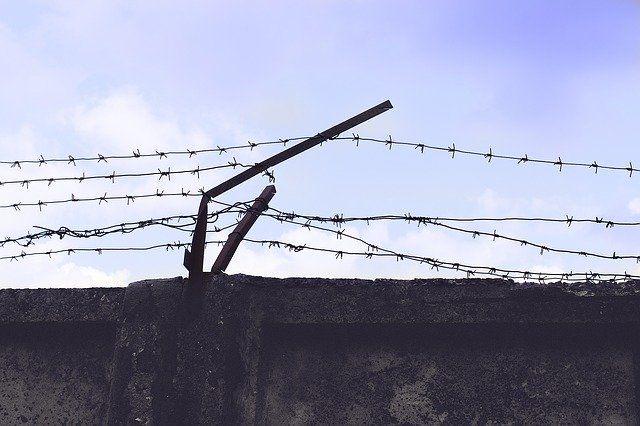 Подозреваемого в вымогательстве депутата из Евпатории заключили под стражу
