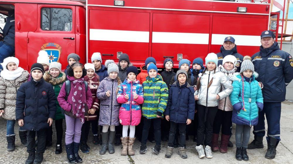 Подразделения «Пожарной охраны Республики Крым» продолжают проводить экскурсии для подрастающего поколения