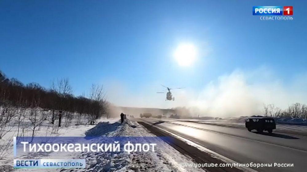 Корабельный вертолет впервые сел на автостраду, чтобы уничтожить «диверсантов»