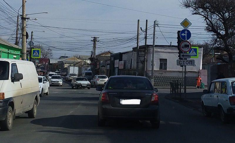 В Симферополе водители разучились проезжать перекрестки