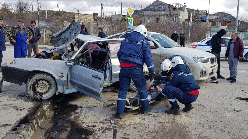 Крымские спасатели провели работы по деблокации при ДТП в г.Судаке
