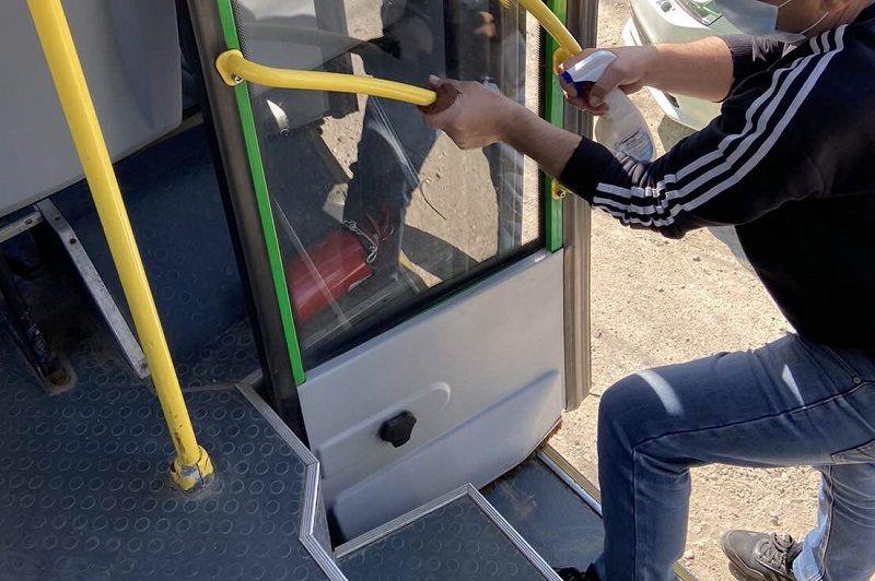 А что на транспорте в Крыму? Власти говорят: водители – в масках, сам транспорт – дезинфицируют ежедневно