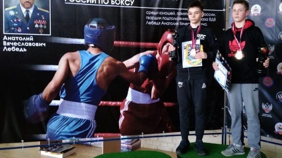 """Юные севастопольские боксеры привезли два """"золота"""" из Подольска"""