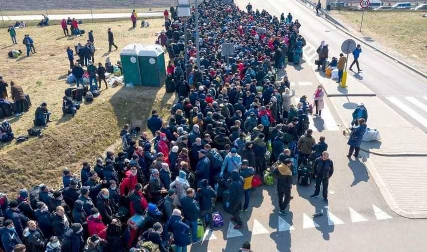 На польской границе Украины собрались многокилометровые очереди