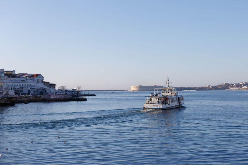 Севморпорт «по указу Развожаева» закрыл переправу через бухту