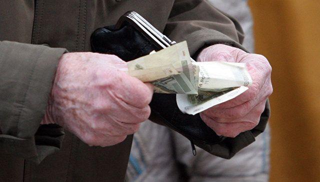 В Севастополе у пенсионерки похитили забытые в банкомате деньги
