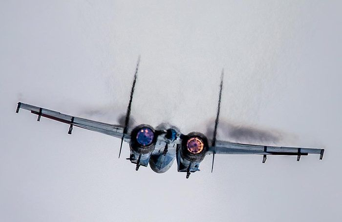 Поиски пилота Су-27, который упал 25 марта в Черное море, прекращены