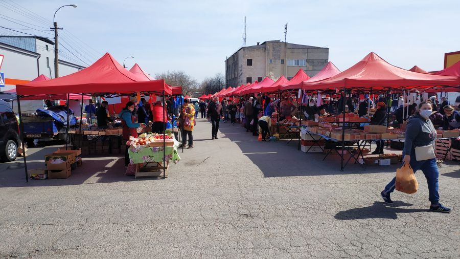В Крыму продовольственные рынки не закроют, но «прорядят»