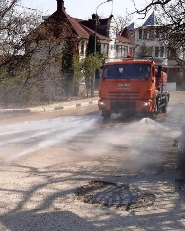 Глава Ялты рассказал, как дезинфицируют улицы города