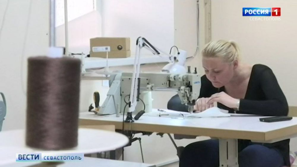 В ателье Севастополя начали шить защитные маски бесплатно