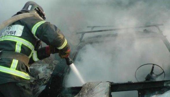 В центре Симферополя загорелся автомобиль