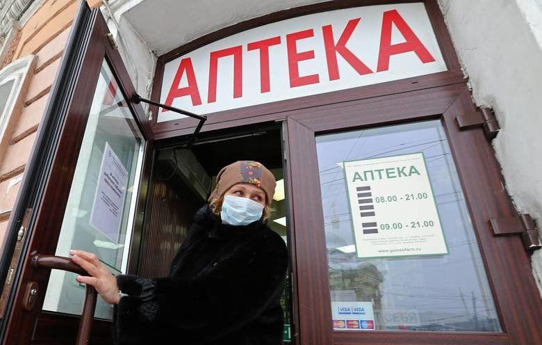 Правительство разрешило продавать маски только аптекам и ограничило наценку на них