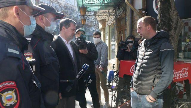 Первый пошел: в Севастополе начали штрафовать гуляющих без пропуска