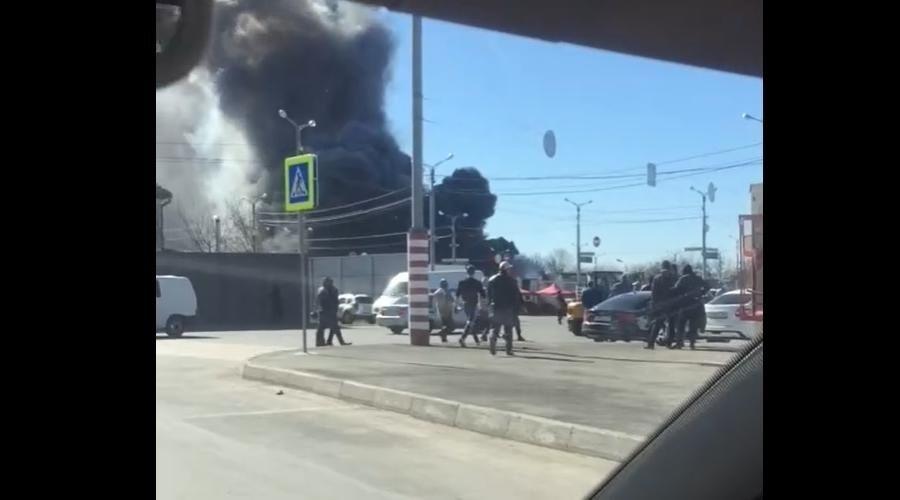 Спасатели потушили пожар на симферопольском оптовом рынке «Привоз»