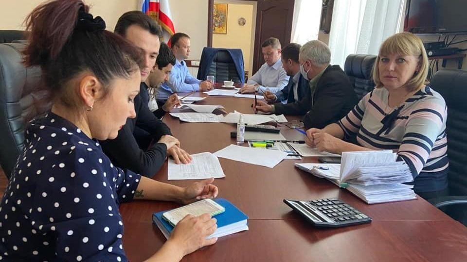 В Минстрое Крыма состоялось заседание Комиссии по вопросам определения организаций строительной отрасли, имеющих право на осуществление деятельности в период повышенной готовности