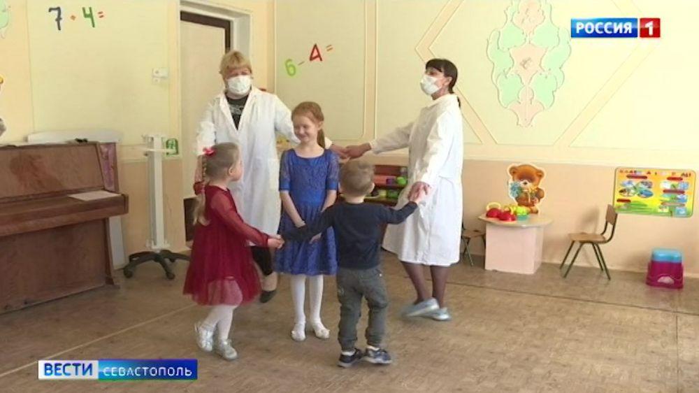 В детсадах и школах Севастополя формируют дежурные группы