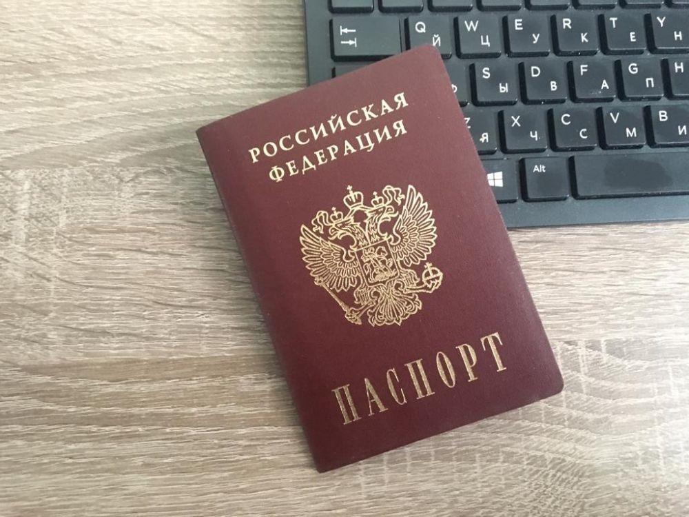 Паспорта России с истекающим сроком действия автоматически продлят на 3 месяца