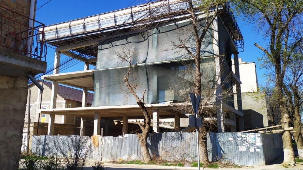 В Госкомрегистре пресекли попытку оформления каркаса здания в Саках, выдаваемого по бумагам за объект завершенного строительства