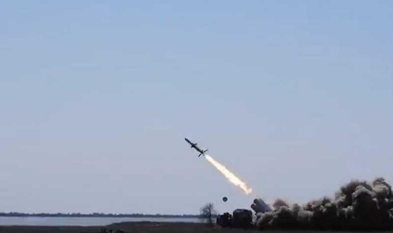 Украина опять «запустила» ракетой по Крымскому мосту