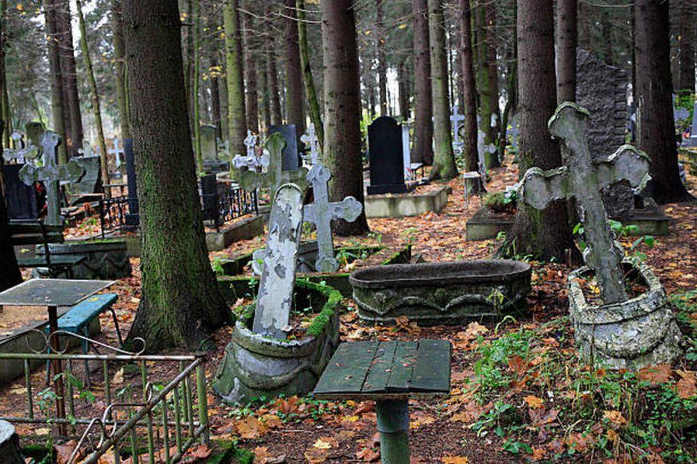 В Крыму не планируют ограничивать посещение кладбищ из-за коронавируса