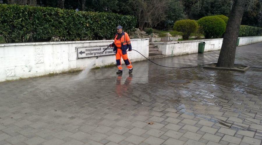 Ялтинские власти распорядились активизировать помывку и дезинфекцию улиц