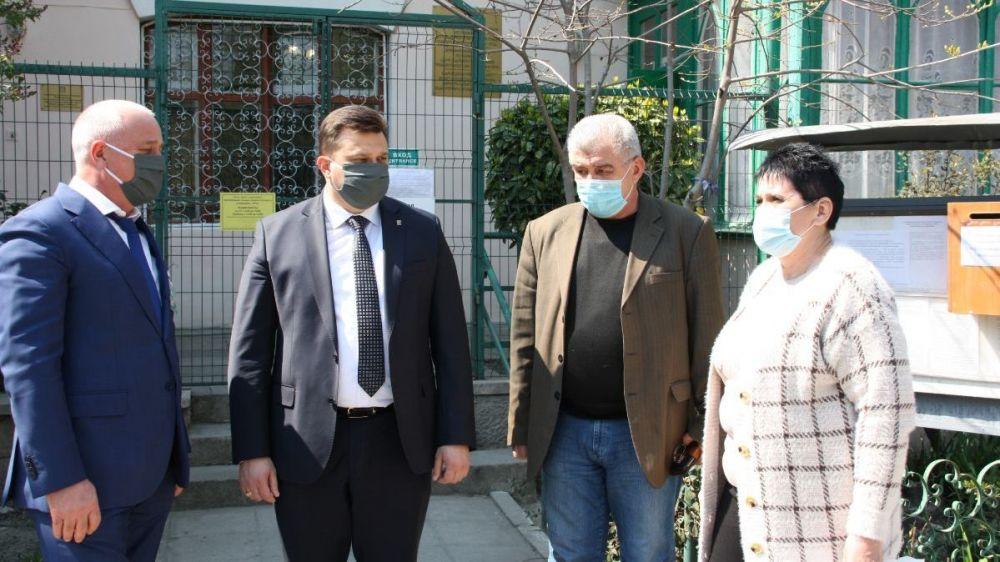 Константин Шимановский и Валерий Коваленко посетили Центр социального обслуживания граждан пожилого возраста и инвалидов
