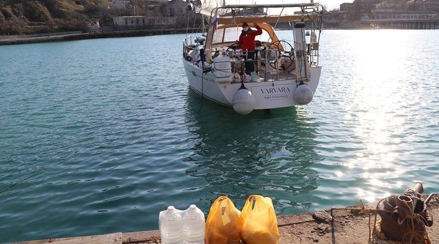 Экипажу яхты «Варвара» администрация Феодосия передала продукты