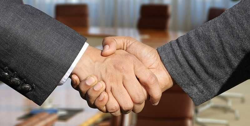 В США предложили миру навсегда забыть о рукопожатии
