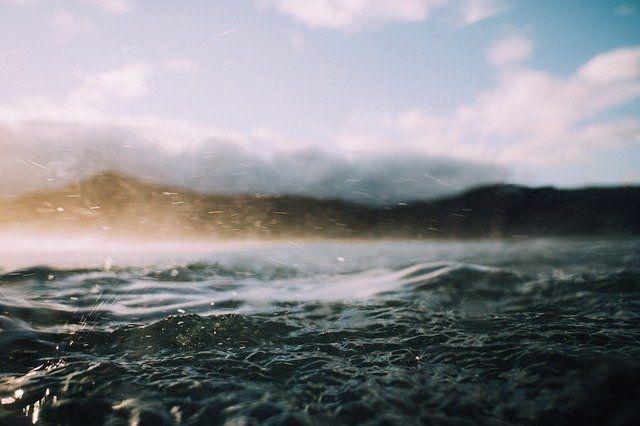 В субботу в Крым придут дожди и ураганный ветер